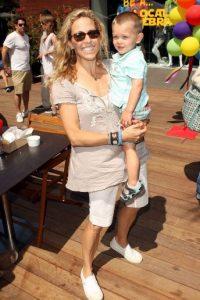 La cantante adoptó a Wyatt Steven el 29 de abril de 2007. Crow adoptó otro hijo, Levi, que nació el 30 de abril de 2010. Foto:Getty Images