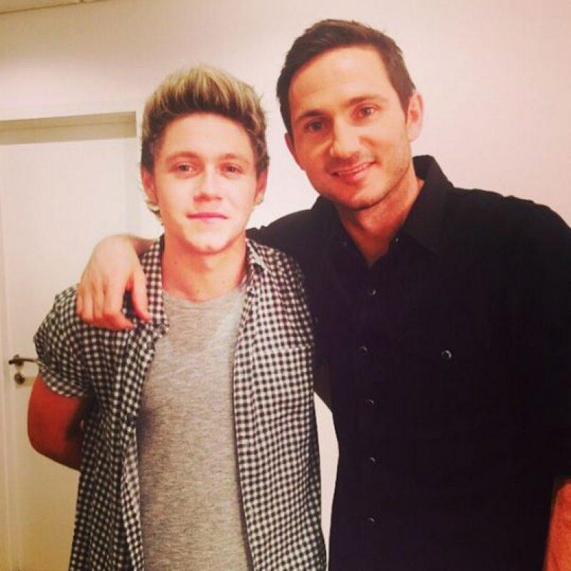 El cantante y compositor irlandés es fanático del fútbol, aquí aparece junto a Frank Lampard, jugador del Manchester City y exfigura del Chelsea. Foto:Vía instagram.com/niallhoran