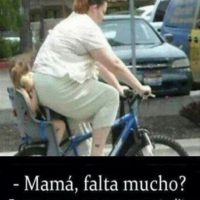 Esta mamá no ha pensado en que su hija es demasiado pequeña… Foto:Funnypics