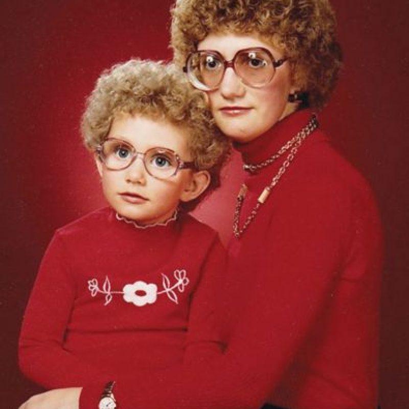 Esta mamá busca parecerse a su hija a como de lugar Foto:You Know Your Meme
