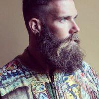 """La barba es tan común ahora como las coronitas de flores, la moda """"boho wannabe"""" de Coachella, el """"normcore"""" y cuanta tendencia se inventen para que ustedes compren cosas. Y es tan raro un hombre afeitado, que según un estudio hecho por la Universidad de Gales del Sur el año pasado, es más apetecido por las damas. Sorry not sorry. Foto:vía Instagram"""