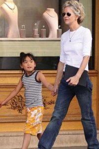 Meg Ryan ya era madre pero decidió adoptar a una niña de origen chino llamada Daisy Trae en el 2006 Foto:Getty Images