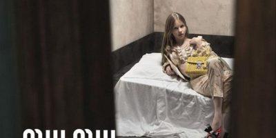Prohíben anuncio de Prada porque su modelo tiene el aspecto de una niña