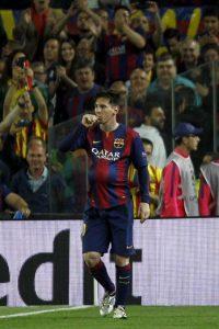En el partido ante el Bayern Munich, Leo Messi le hizo la primera dedicatoria oficial a su próximo hijo. Foto:AFP