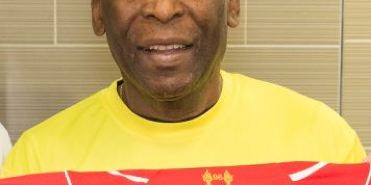 Pelé vuelve al hospital por problemas renales