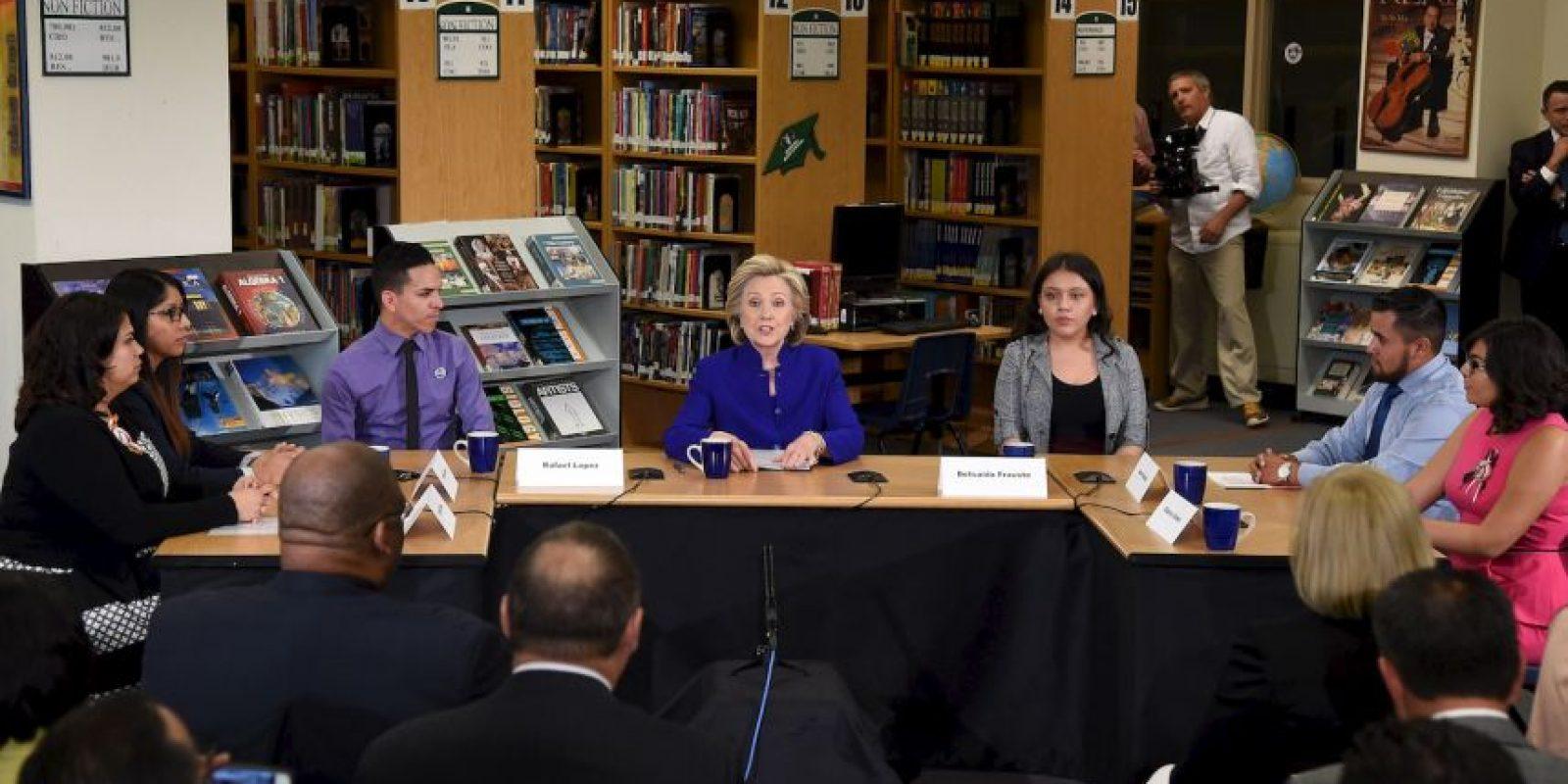 La candidata se reunió con algunos estudiantes. Foto:Getty Images