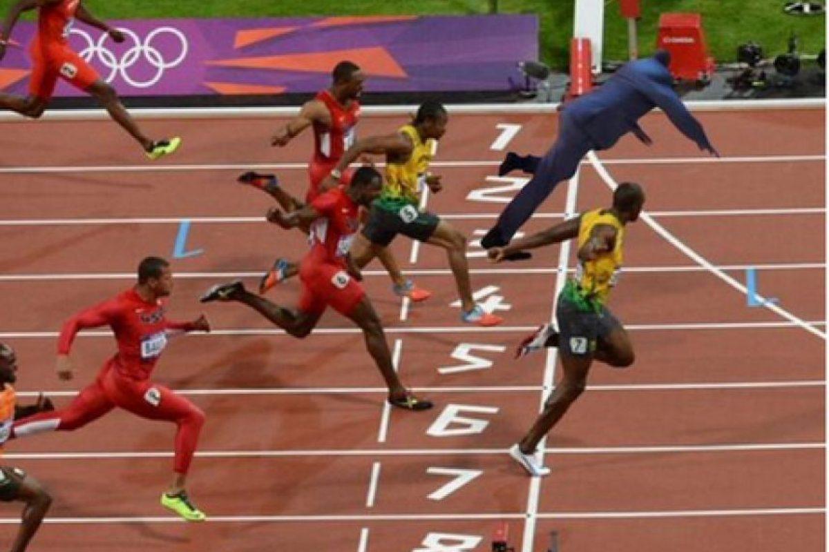 """""""Shaq"""" no se cayó, esa es su forma de llegar a la meta. Foto:Vía twitter.com"""