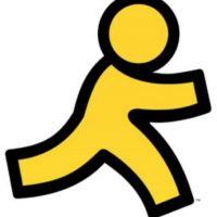 """En 1993, Ted Leonsis, ejecutivo de AOL, envió el primer mensaje a su esposa en el que le decía: """"No te asustes… soy yo. Te quiero y te echo de menos"""". Ella le respondió: """"Wow… ¡esto mola mucho!"""". Foto:AOL"""
