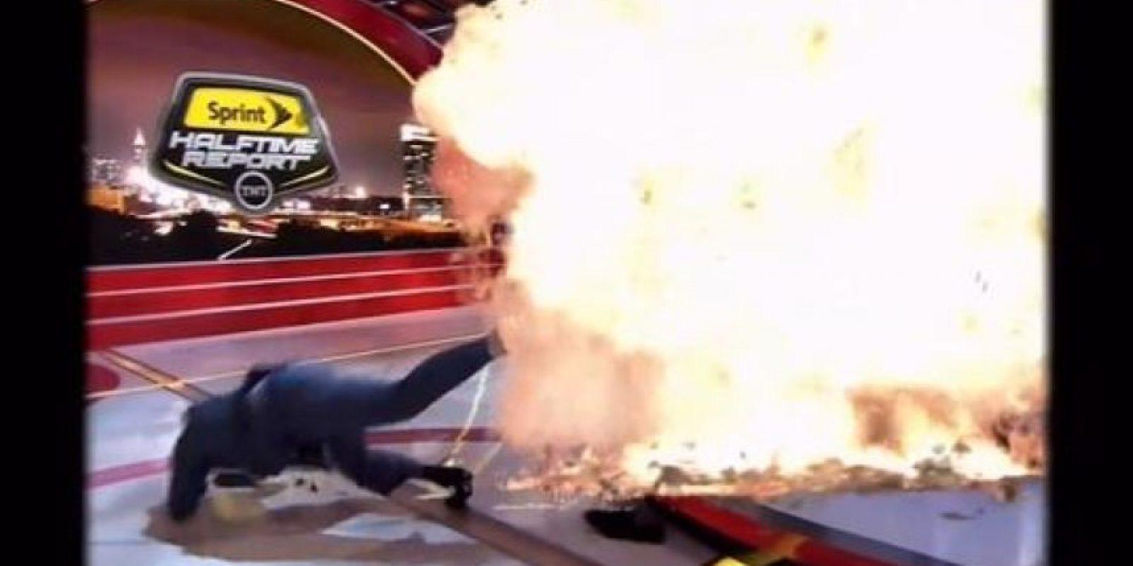 Aquí, huyendo de una explosión. Foto:Vía twitter.com