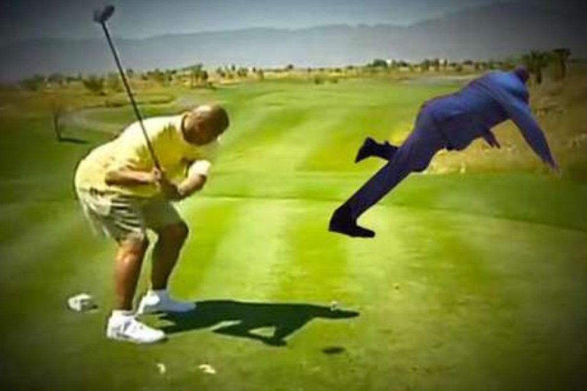 Paseando por un campo de golf. Foto:Vía twitter.com