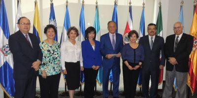 Damas Rotarias de la Ciudad reciben donación para ayudar a salvar niños con cáncer