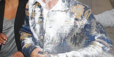 FOTOS: Adam Levine es atacado con una bomba de azúcar