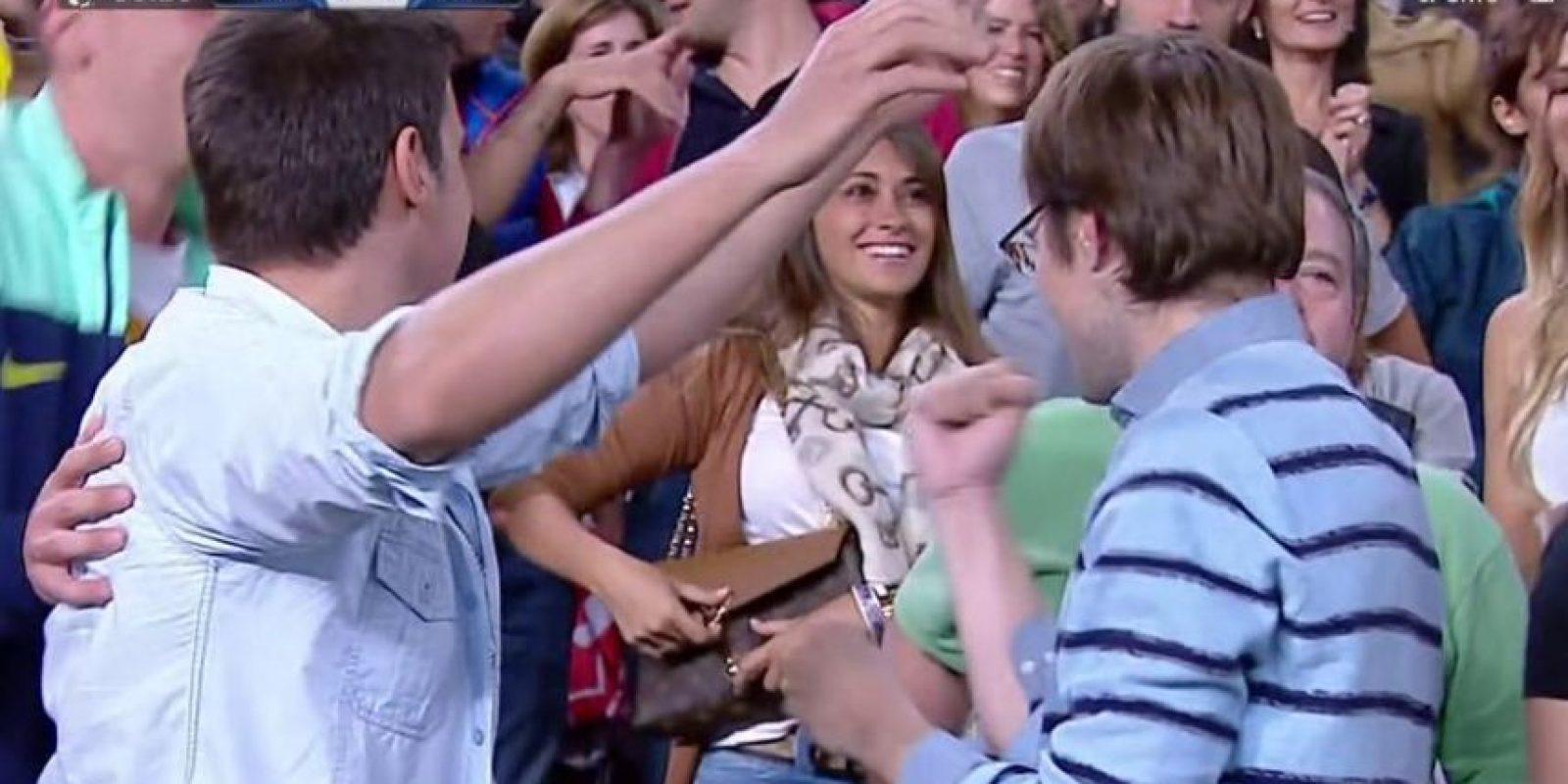 Antonella, su pareja, celebró eufórica en las gradas del Camp Nou. Foto:Vía Twitter.com