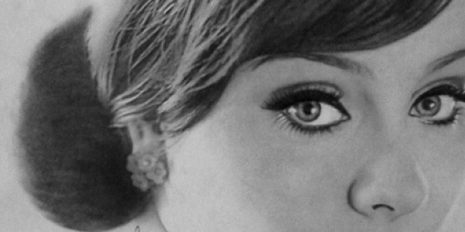 En la 54.ª entrega de los premios Grammy, Adele ganó las seis nominaciones que recibió, Foto:Vía twitter.com/OfficialAdele