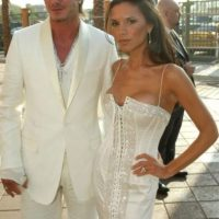Vestido blanco barato de corsé, de nuevo. Foto:vía Getty Images