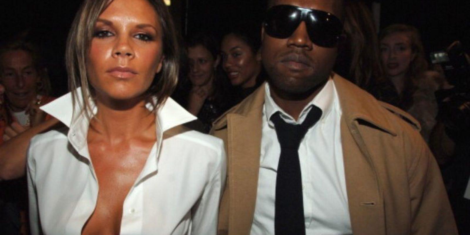 Y aquí, con Kanye West, en 2006. Desde ahí, Victoria se juntó con Katie Holmes y David comenzó a jugar con Los Ángeles Galaxy. Y nunca jamás volvió a horrorizar al mundo con sus looks de WAG con mucho dinero, gracias al Señor. Foto:vía Getty Images