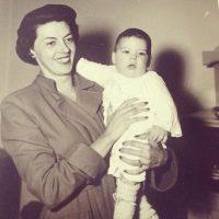 Y su madre, Clemencia Calderón Nieto. Foto:Facebook.com/JMSantos.Presidente
