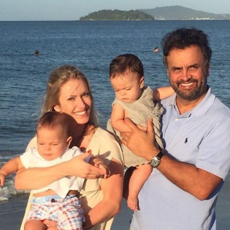 La ex modelo de 35 años es esposa de Aécio Neves (56), candidato a la presidencia de Brasil durante las elecciones celebradas en 2014. Foto:Instagram.com/aecionevesoficial