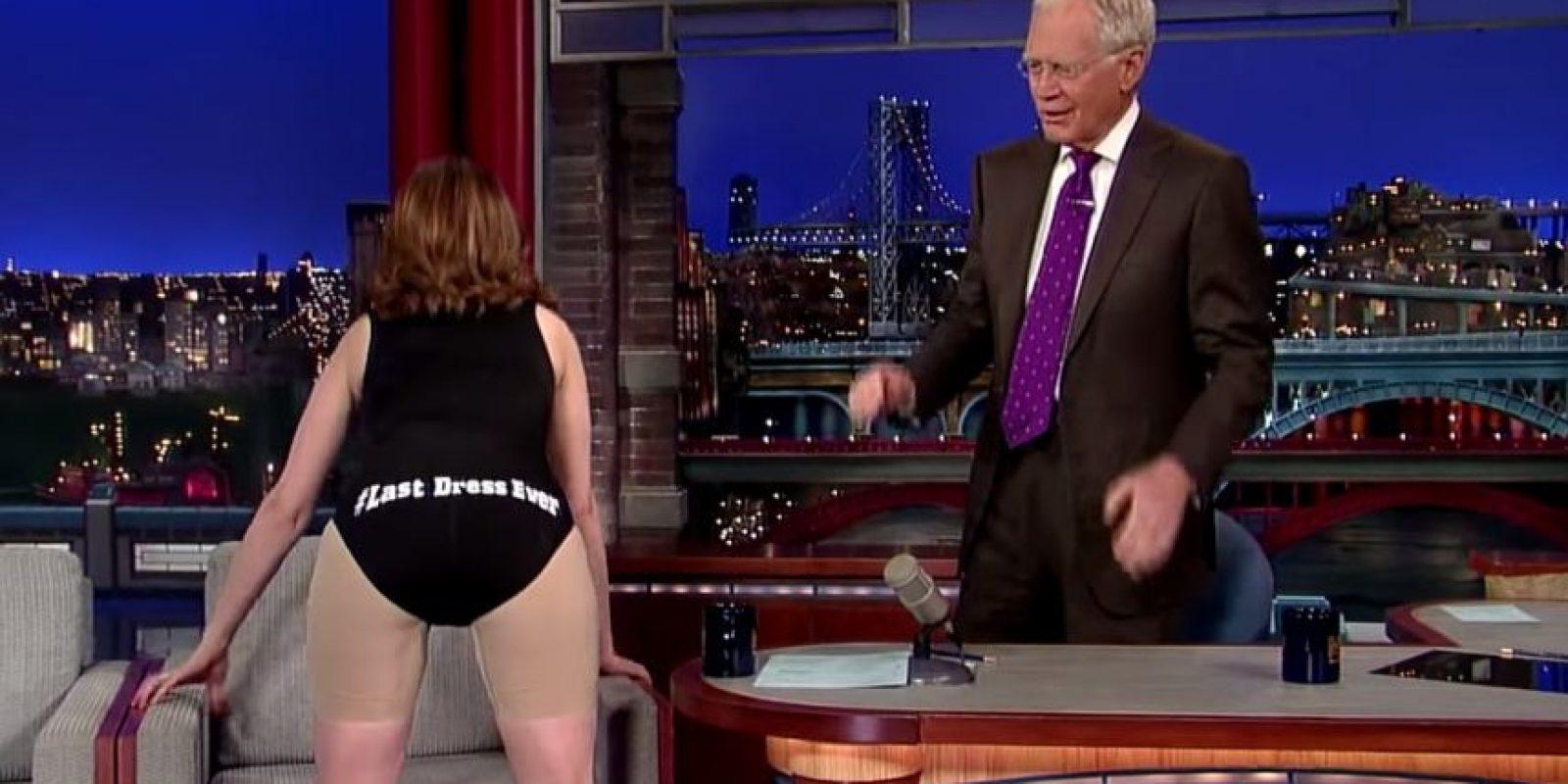 Además de que mostró algunas frases graciosas Foto:Late Show with David Letterman