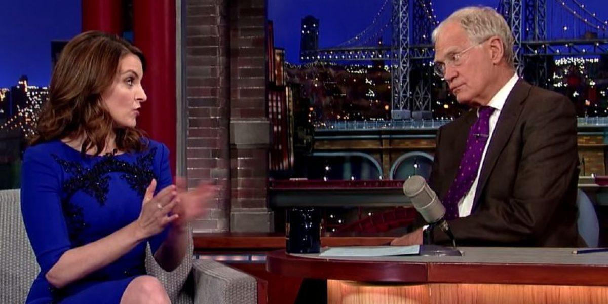 La actriz Tina Fey se quitó la ropa en un programa de televisión