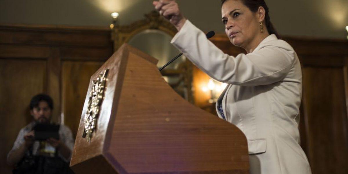 Guatemaltecos paralizan las redes con la #RenunciaBaldetti