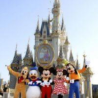 Nunca hay mas de 30 pasos entre un bote de basura y otro. Se dice que el propio Walt Disney estudió cuántos pasos daba una persona con un papel en la mano antes de arrojarlo al suelo: 30 pasos Foto:Disney