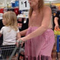 Una abuela fuera de lo común… Foto:People of walmart