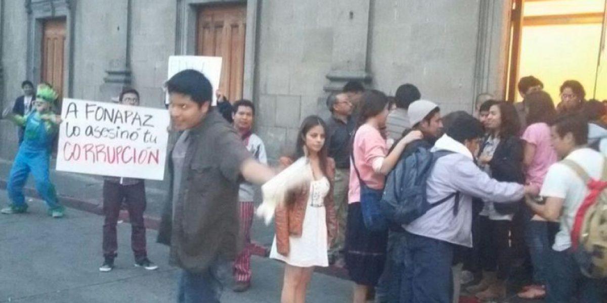 VIDEO. Miembros del Partido Patriota se enfrentan contra manifestantes en Xela