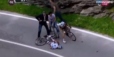 VIDEO. Ciclista queda inconsciente en el asfalto luego de una caída en el Giro de Italia