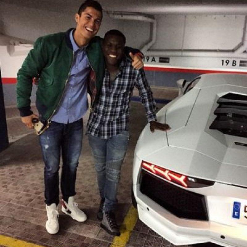 También fue multado tras ser sorprendido conduciendo a más de 160 kilómetros por hora en las calles de la ciudad de Alicante. Foto:Vía instagram.com/rawroya