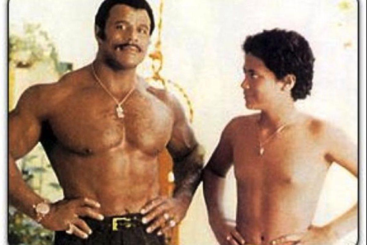Con su padre, Rocky Johnson Foto:Reddit