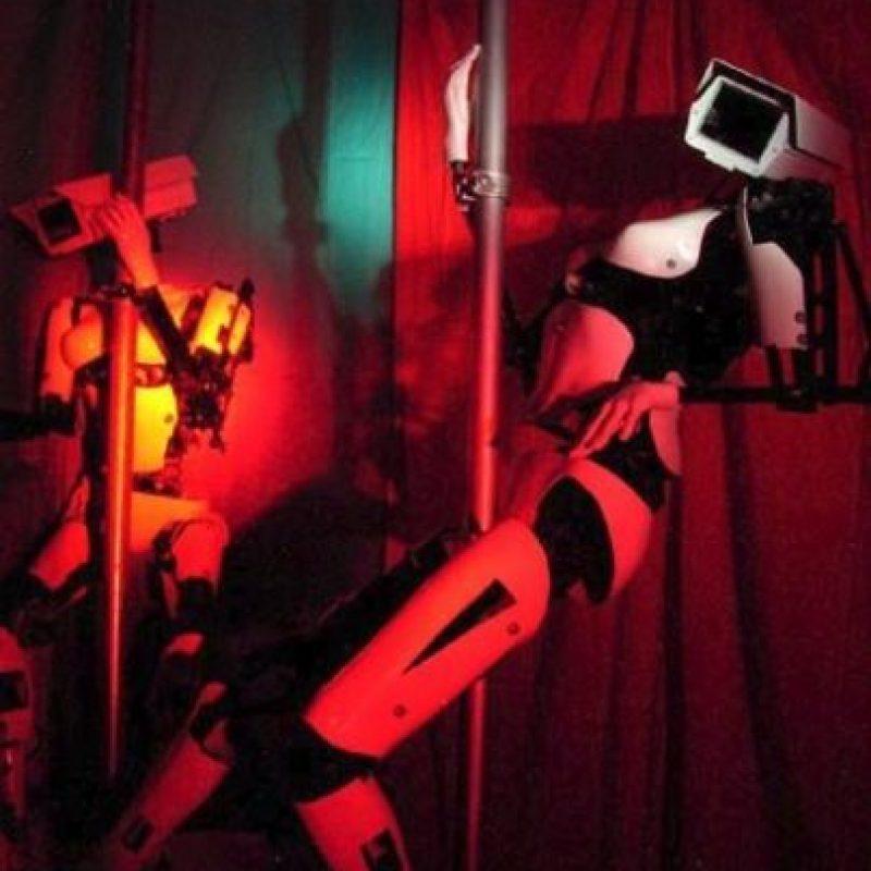 En el que colocó una cámara como cabeza en bailarinas robóticas Foto:Giles Walker