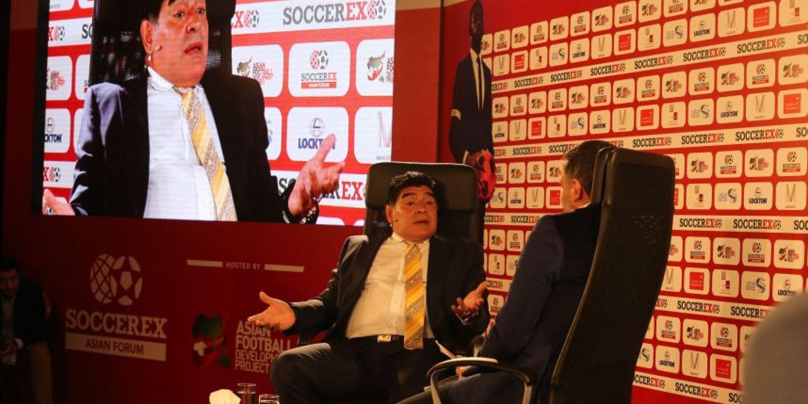 Maradona también se burló de las pocas destrezas futbolísticas de Tinelli. Foto:vía Getty Images
