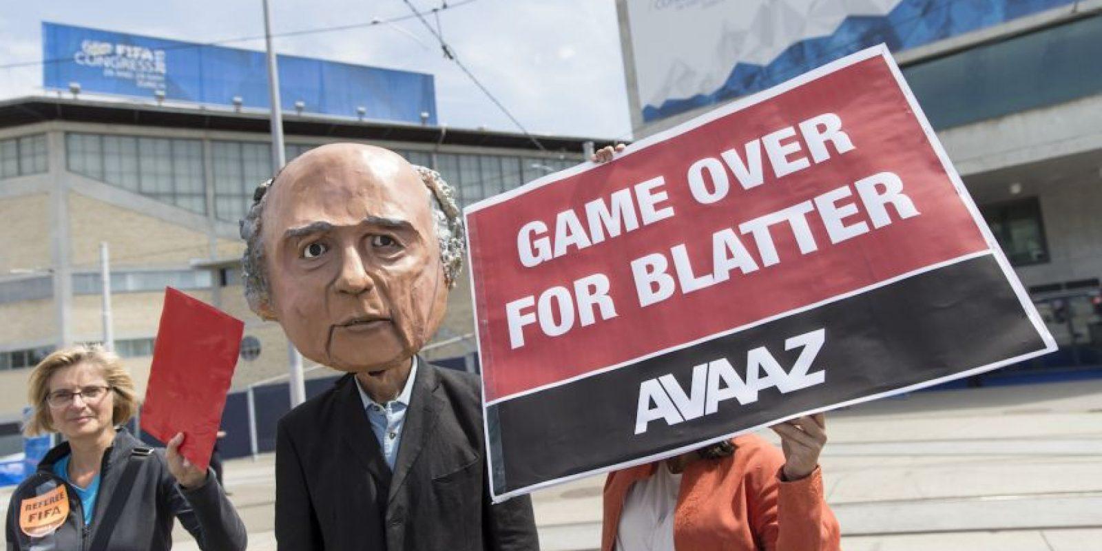 Esto a pesar de las acusaciones de soborno, lavado de dinero y asociación delictiva de altos mandos de la FIFA detenidos esta semana. Foto:Getty Images