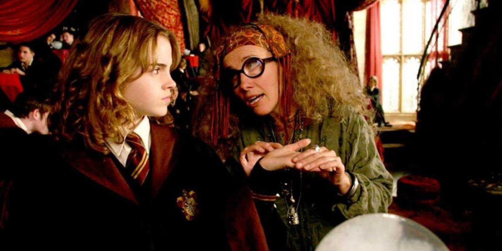 """Emma Thompson, quien le dio vida a la profesora """"Sybill Trelawney"""", confesó que fue víctima del abuso de un mago cuando tenía ocho años. Foto:vía facebook.com/harrypottermovie"""