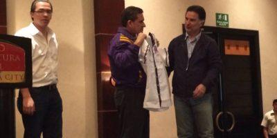 Alfonso Portillo por primera vez con la camisa del partido TODOS
