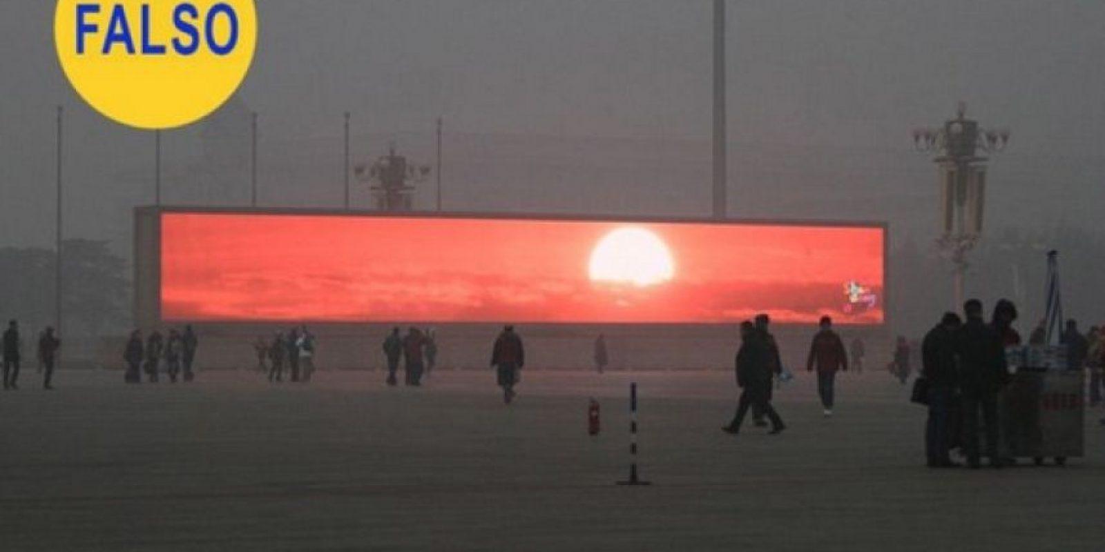 Los falsos atardeceres de Pekín: Que Pekín tiene un grave problema de contaminación atmosférica es un dato de sobra conocido, pero que la solución sea que el gobierno haya instalado pantallas gigantes para que los habitantes de la ciudad puedan ver amaneceres es falso, de acuerdo al sitio Tech In Asia. Foto:Flickr – Archivo