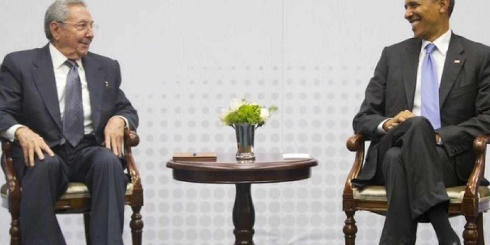 La VII edición de la Cumbre de las Américas fue el escenario donde se reunieron por primera vez en más de 50 años ambos presidentes Foto:AP