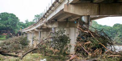 Las fuertes tormentas e inundaciones en Texas y Oklahoma esta semana han dejado al menos 25 muertos y más de una docena de desaparecidos. Foto:Getty Images