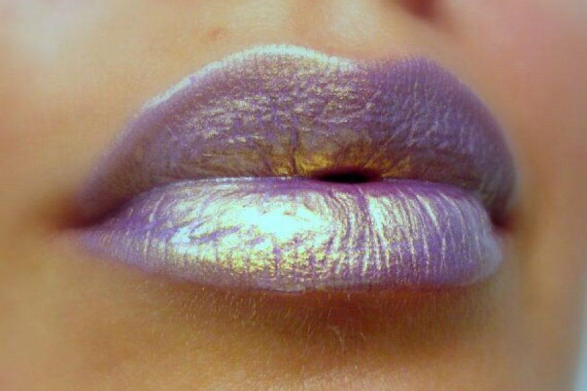 Y estos labios también. Lo irisdiscente está de moda. Foto:vía Bloglovin