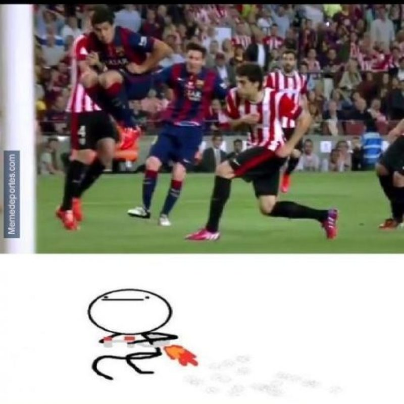 "Luis Suárez, ""a lo meme"". Foto:memedeportes.com"