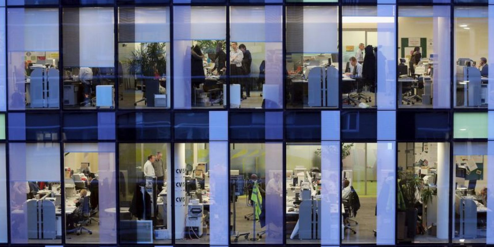 La firma Keas señaló en 2012 que 10 minutos diarios en la red sociales podría aumentar la productividad. Pero abusar de ese tiempo podría disminuirla Foto:Getty Images