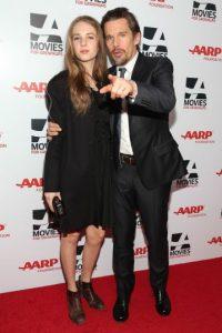 Y asistir a los estrenos más exclusivos con su padre Foto:Getty Images