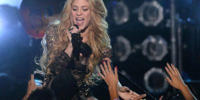 Shakira, cantante colombiana de 38 años de edad, es la única que ha actuado en tres finales de la Copa del Mundo de Fútbol de forma consecutiva (Alemania 2006, Sudáfrica 2010 y Brasil 2014). Foto:Getty Images