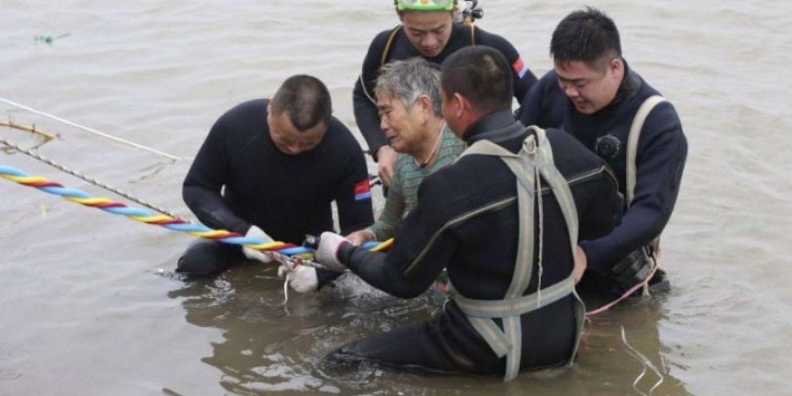 Rescatan a 14 personas del naufragio en China. Foto:AFP
