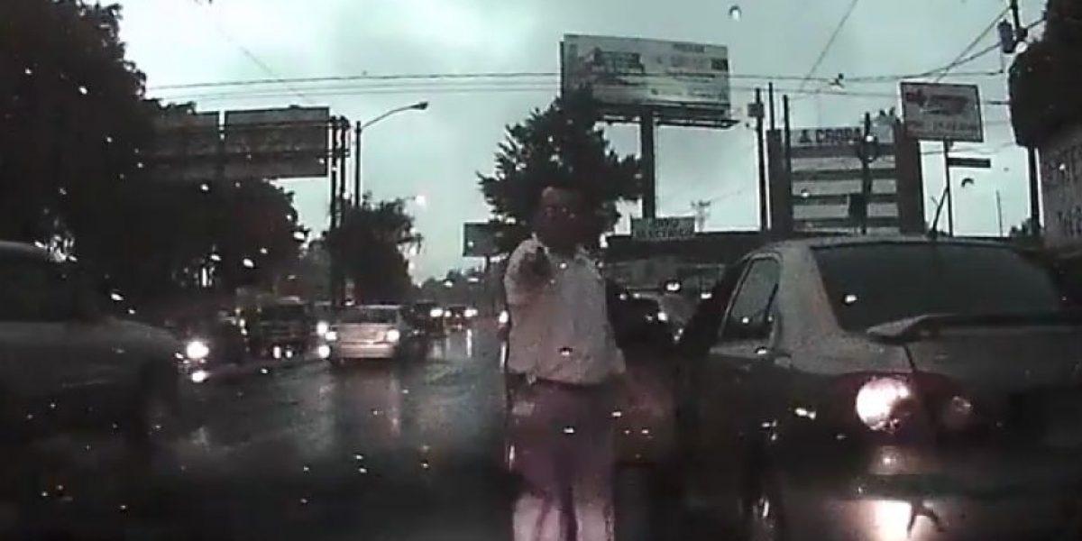 VIDEO. Conductor amenaza con pistola en la zona 12