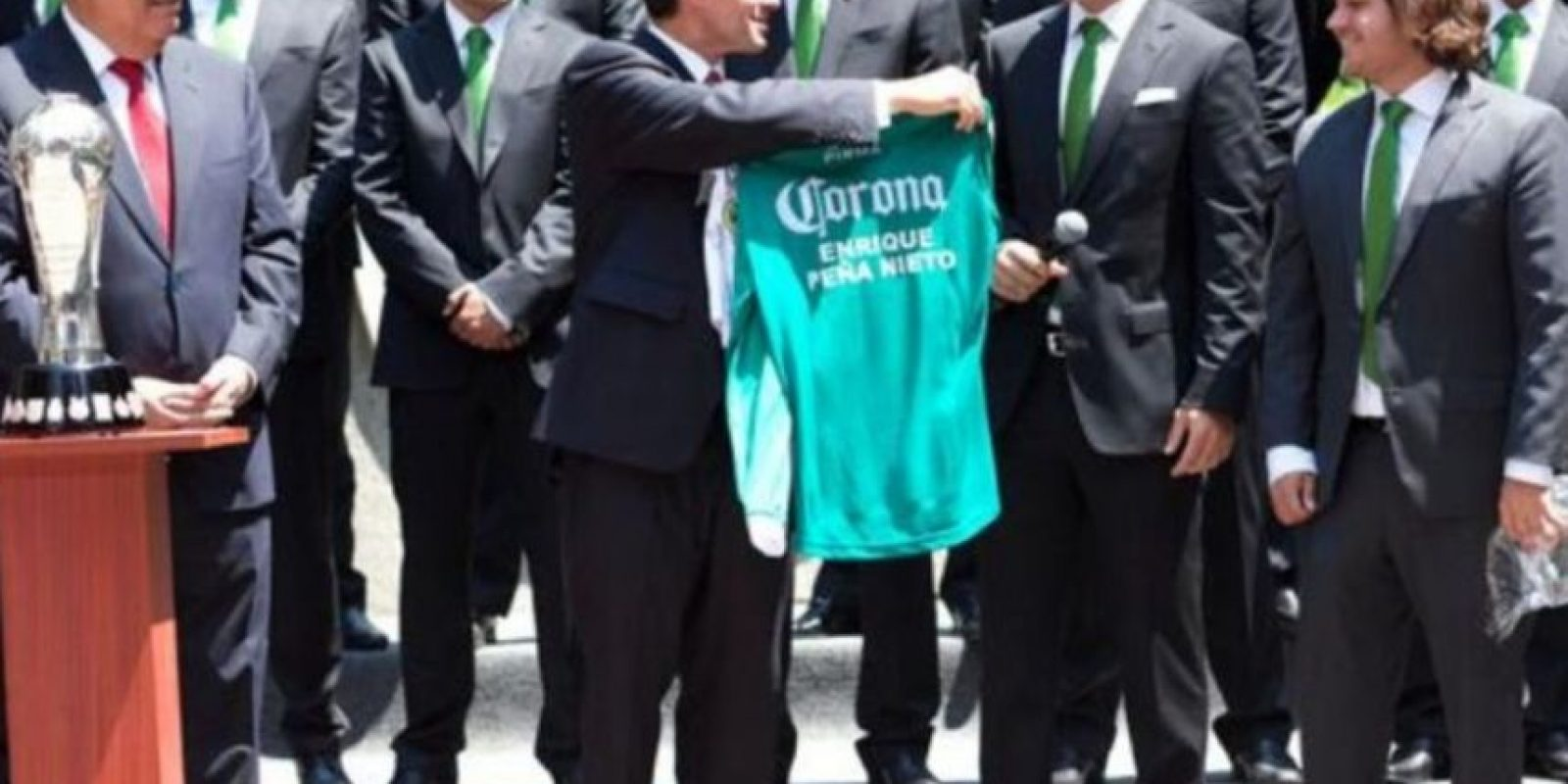 Enrique Peña Nieto recibió en marzo pasado al León; actuales bicampeones del torneo mexicano. Foto:twitter.com/EPN