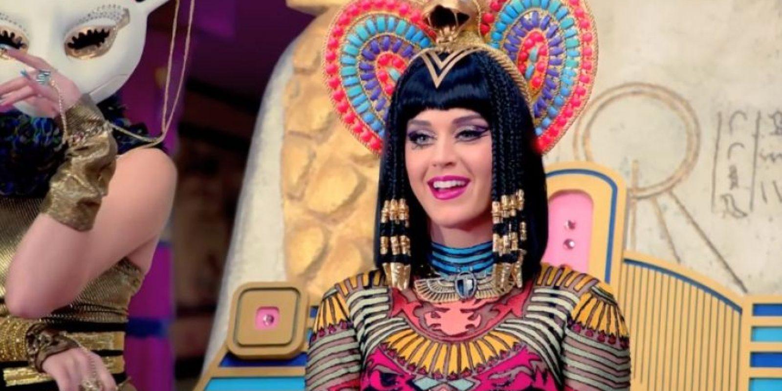 """La cantante compartió su alegría en Twitter, donde mencionó: """"Chicos, ¿Dark Horse alcanzó los mil millones de vistas? En serio, los amo"""". Foto:YouTube/Vevo"""