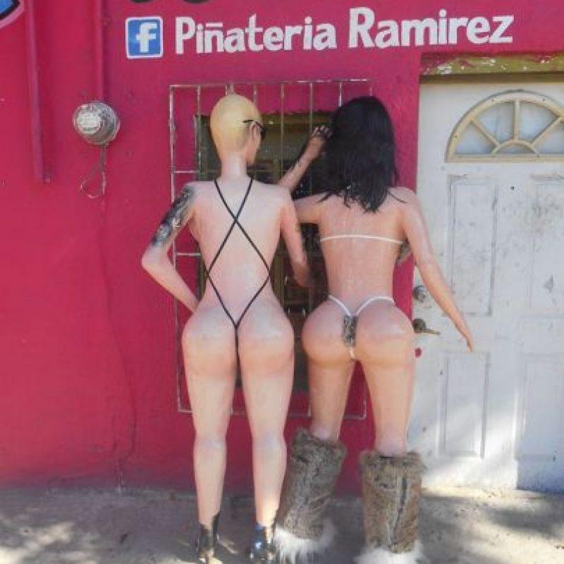La ex novia (Amber Rose) y la esposa (Kim Kardashian) de Kanye West juntas en ropa interior. Foto:vía facebook.com/pinateria.ramirez