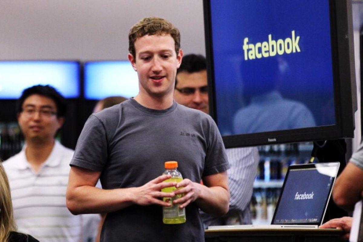 Además, el número 16 en la lista de millonarios de Forbes, sabe la importancia de su trabajo al frente de Facebook y reveló cuánto tiempo dedica a sus labores como director general. Foto:Getty Images